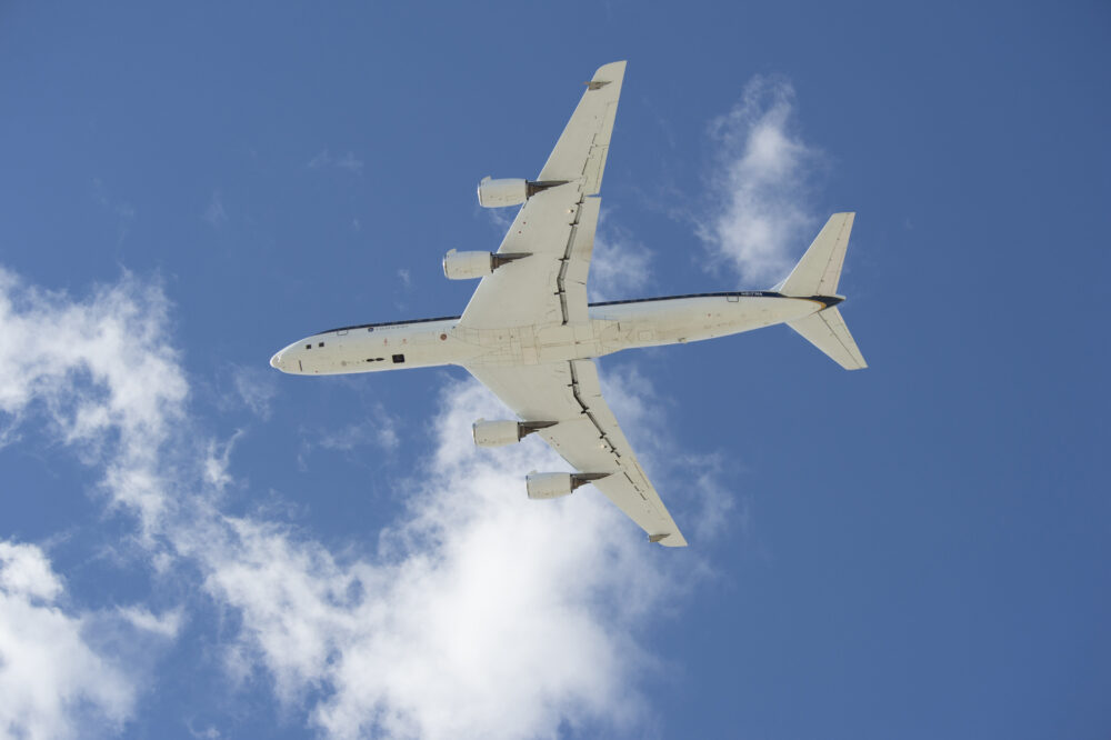 DC-8 low approach at Edwards, AFB